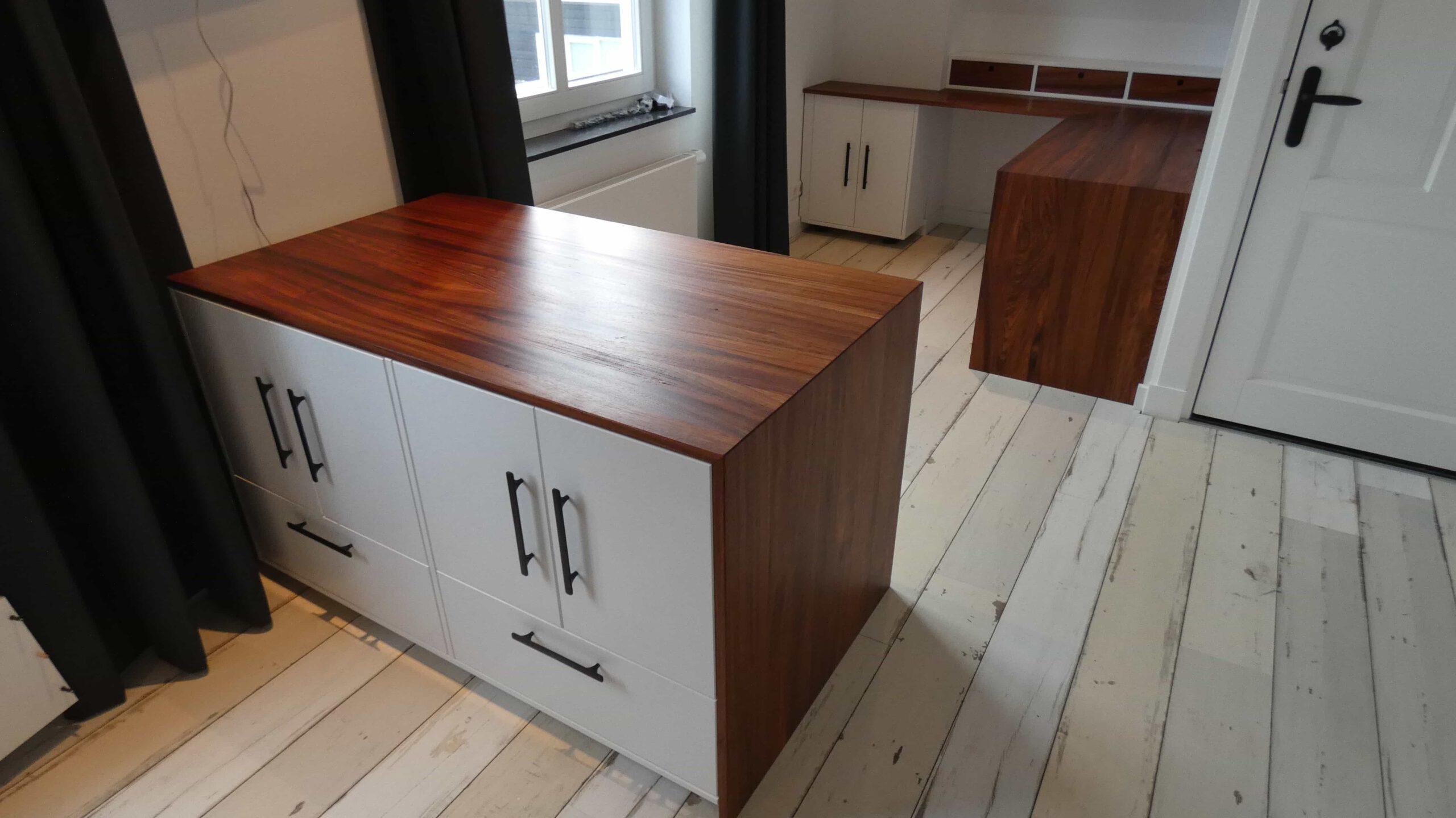 Luucsmo bureau van bodo hout